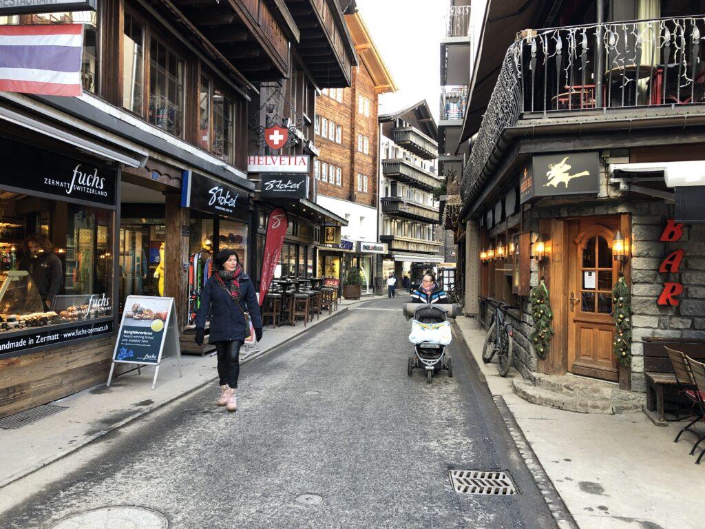 Zermatt merkezi ve en ünlü caddesi