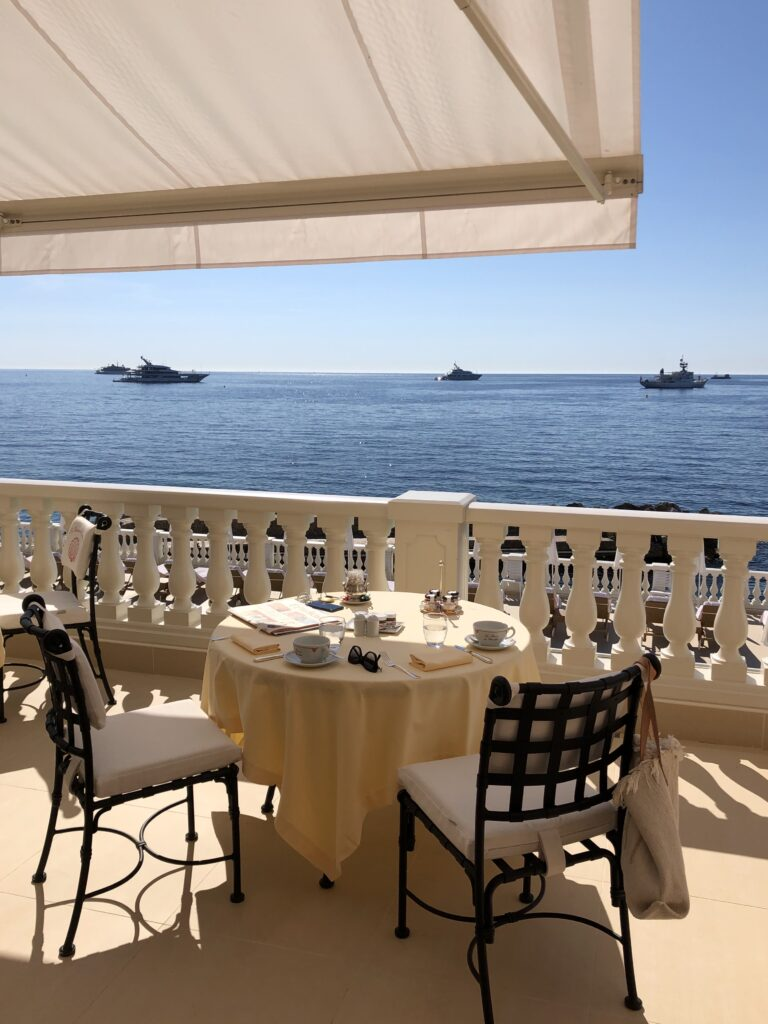 Hotel La Reserve de Beaulieu kahvaltı terası