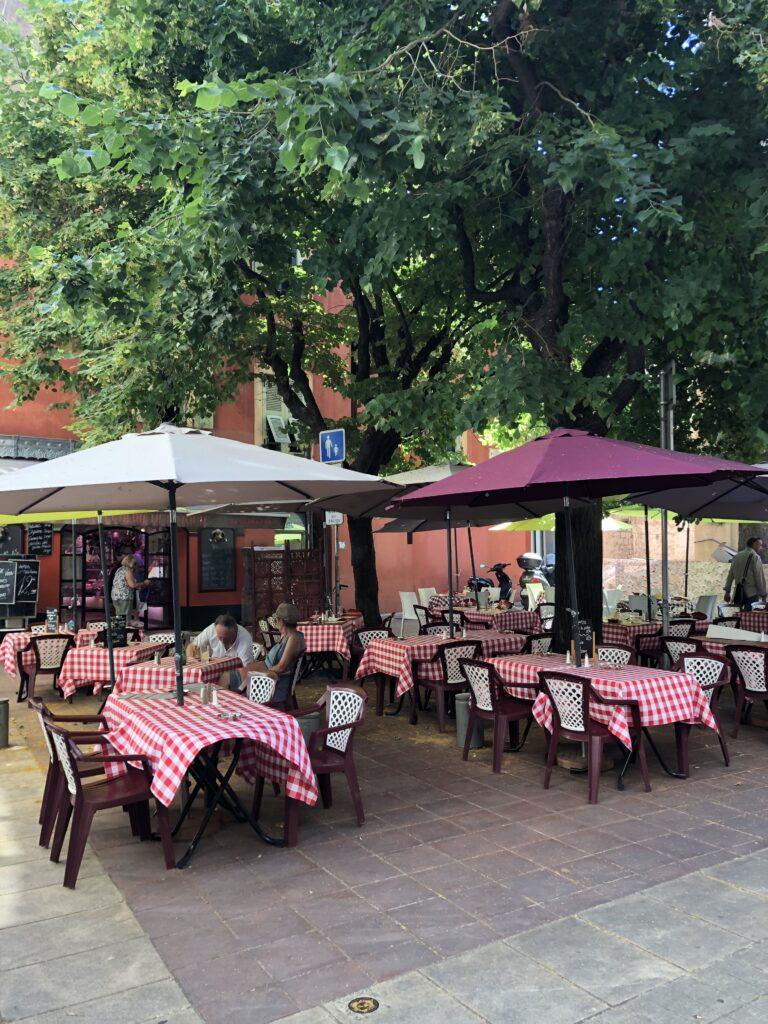Eski Nice'deki restoranlardan biri