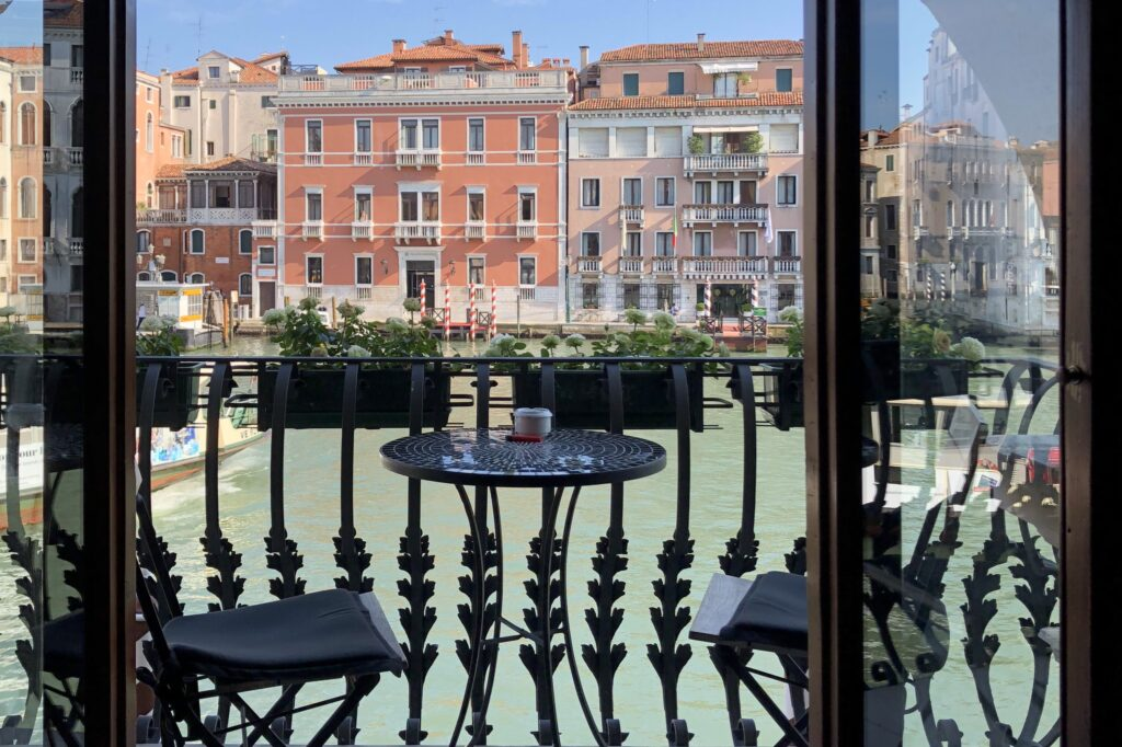 Palazzo Barbarigo'nun balkonu